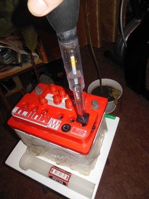 Измерение плотности электролита в аккумуляторной батарее